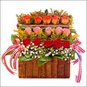 sandikta 3 kat güllerden   Hatay İnternetten çiçek siparişi