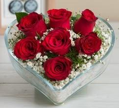 Kalp içerisinde 7 adet kırmızı gül  Hatay çiçek siparişi vermek