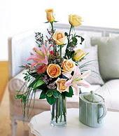Hatay 14 şubat sevgililer günü çiçek  cam yada mika vazo içerisinde gül kazablanka