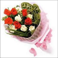 5 kirmizi 5 beyaz güllerden   Hatay online çiçekçi , çiçek siparişi