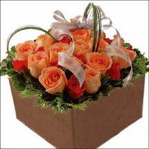 kare sandikta 11 gülllerden   Hatay çiçek online çiçek siparişi