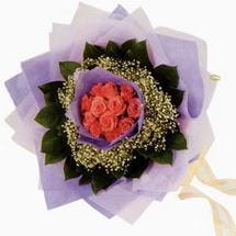 12 adet gül ve elyaflardan   Hatay çiçek online çiçek siparişi