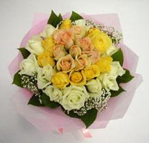 sari ve beyaz gül karisimda   Hatay 14 şubat sevgililer günü çiçek