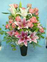 Hatay çiçek mağazası , çiçekçi adresleri  cam vazo içerisinde 21 gül 1 kazablanka