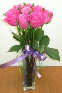 cam vazo içerisinde 11 adet gül  Hatay çiçek mağazası , çiçekçi adresleri