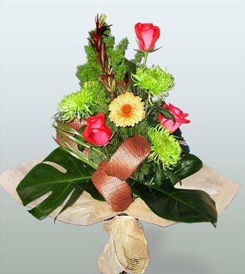 Hatay anneler günü çiçek yolla  3 adet gül 4 adet gerbera çiçegi sade buket