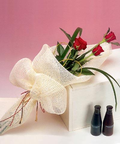 3 adet kalite gül sade ve sik halde bir tanzim  Hatay güvenli kaliteli hızlı çiçek