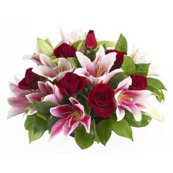 güller ve kazablnaklardan aranjman  Hatay çiçek gönderme