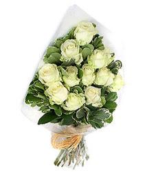 Hatay internetten çiçek satışı  12 li beyaz gül buketi.