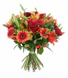 Hatay cicek , cicekci  3 adet kirmizi gül ve karisik kir çiçekleri demeti