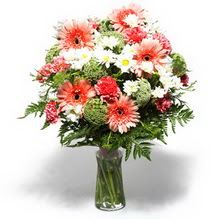 Hatay kaliteli taze ve ucuz çiçekler  cam yada mika vazo içerisinde karisik demet çiçegi