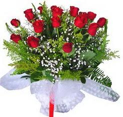Hatay uluslararası çiçek gönderme  12 adet kirmizi gül buketi esssiz görsellik