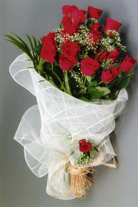 10 adet kirmizi güllerden buket çiçegi  Hatay çiçek siparişi sitesi