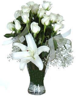 cam içerisinde 11 beyaz gül ve 1 kazablanka  Hatay çiçek servisi , çiçekçi adresleri