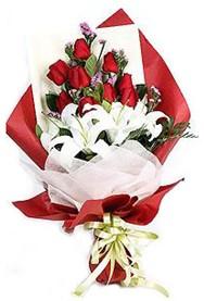 Hatay hediye sevgilime hediye çiçek  9 adet gül 2 adet kazablanka buketi