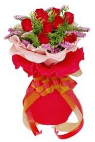 Hatay İnternetten çiçek siparişi  8 Adet kirmizi güllerden buket tanzimi