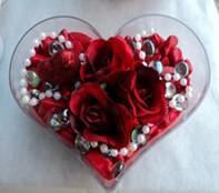 Hatay çiçek yolla , çiçek gönder , çiçekçi   mika kalp içerisinde 3 adet gül ve taslar