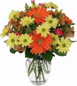 Hatay çiçekçi telefonları  vazo içerisinde karışık mevsim çiçekleri