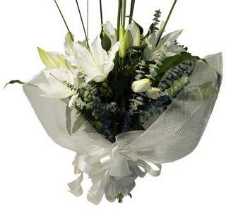 Hatay çiçek online çiçek siparişi  2 dal kazablanka çiçek buketi