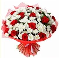 11 adet kırmızı gül ve beyaz kır çiçeği  Hatay çiçek mağazası , çiçekçi adresleri