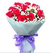 12 adet kırmızı gül ve beyaz kır çiçekleri  Hatay çiçek online çiçek siparişi