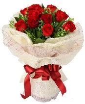 12 adet kırmızı gül buketi  Hatay çiçek gönderme