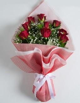 9 adet kırmızı gülden buket  Hatay uluslararası çiçek gönderme