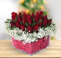 15 kırmızı gülden kalp mika çiçeği  Hatay uluslararası çiçek gönderme