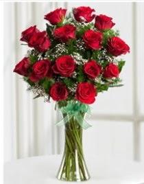 Cam vazo içerisinde 11 kırmızı gül vazosu  Hatay çiçek gönderme