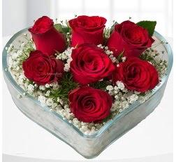 Kalp içerisinde 7 adet kırmızı gül  Hatay çiçek , çiçekçi , çiçekçilik