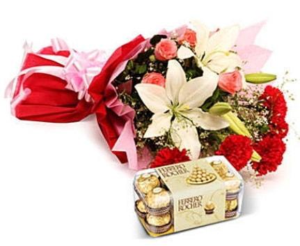 Karışık buket ve kutu çikolata  Hatay 14 şubat sevgililer günü çiçek