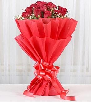 12 adet kırmızı gül buketi  Hatay hediye sevgilime hediye çiçek